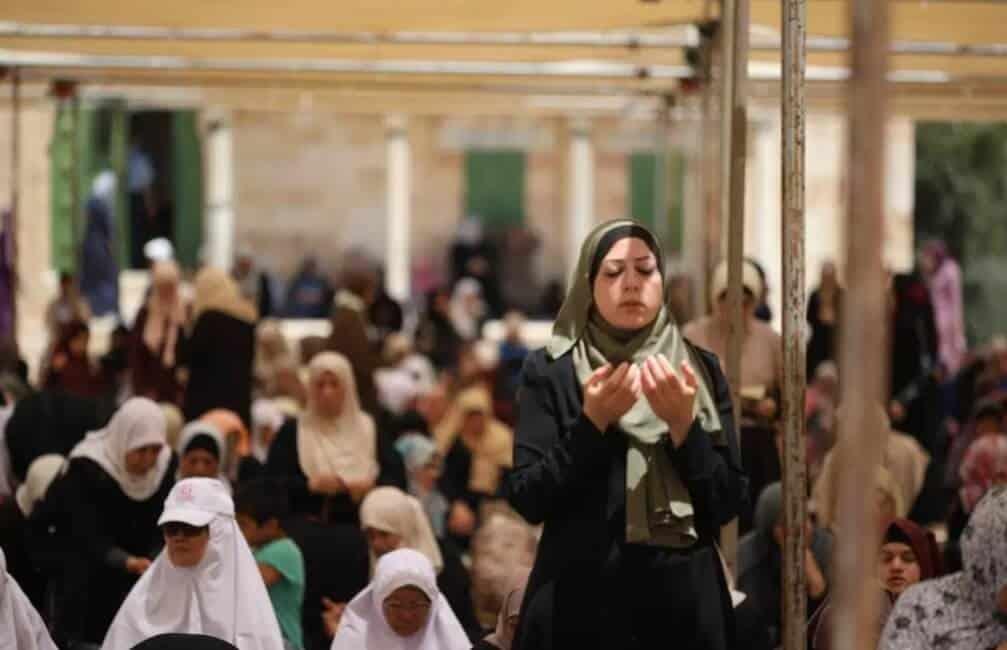 Doa Iftitah Arab dan Terjemahan